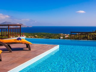 Villa Radiant/ Gazing the amazing sea view