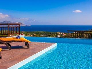 Villa Radiant/ Gazing the amazing sea view