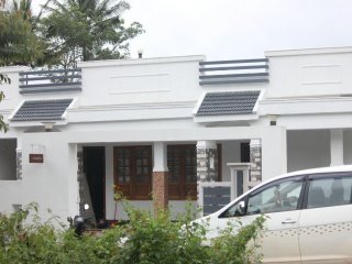 SUKRITI HOLIDAY INN , VIRAJPET,COORG - With three Bedrooms