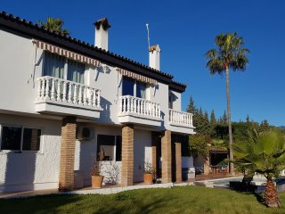 Estepona villa with pool & pool bar