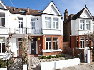 4 double bedrooms, Chiswick. Charming Edwardian family home