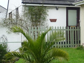 PEEWIT, Bungalow near Looe,  with country views