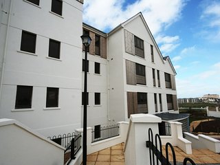 Headland View - Beautiful ground floor 2 bedroom luxury apartment set in the exc