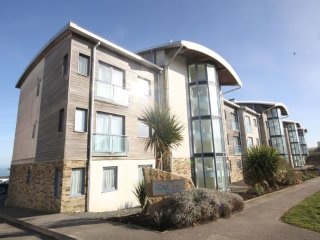 Pentewan - a 2 bedroom luxury apartment overlooking Fistral Beach
