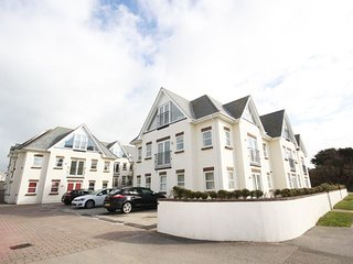 Pentire Nook - Coastal chic 2 bedroom apartment minutes from Fistral Beach