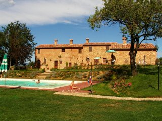 3 bedroom Apartment in Valiano, Tuscany, Italy : ref 5506397