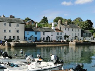 Cosy Quayside Holiday Cottage