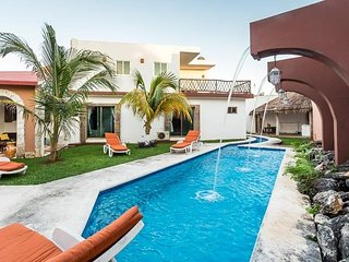 Casa H-80 — Moat Like Pool, Local Feel, Centrally Located