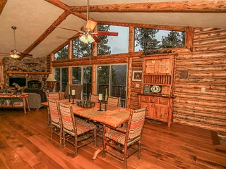 ~Castle Glen Gem~3 Bd~Beautifully Furnished Log Home With Pool Table~