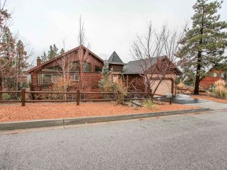 ~Castle Glen Gem~Beautifully Furnished Log Home With Pool Table~