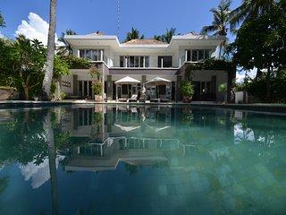 3 BR luxury beachfront villa in Padangbai