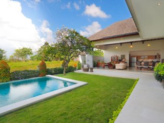 Villa Fajar, Peaceful 3bdr Villa in Canggu close to the beach