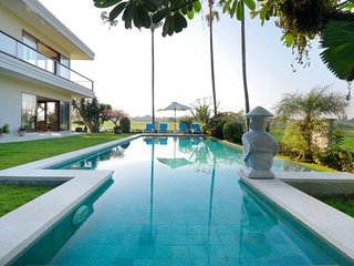 Stunning 8 BR villas & Rice Fields View in Canggu close to the beach #LK