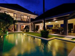 Villa Langit Luxury 4 bedrooms close to the beach