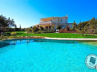 3 bedroom Villa in Carvoeiro, Faro, Portugal : ref 5433021