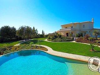 Carvoeiro Villa Sleeps 6 with Pool and Air Con - 5433021