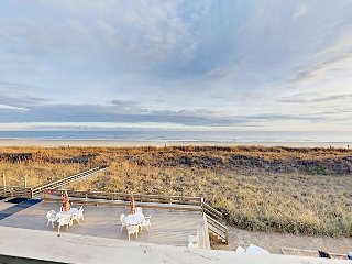 Oceanfront 2BR w/ Pool & Private Balcony - Walk to Dining & Bars