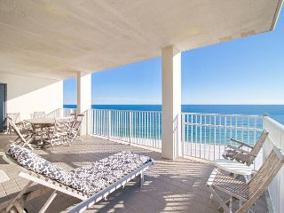 Corner Unit 3BR Condo w/ Balcony, Pools, Sauna, Fitness Center - On the Beach