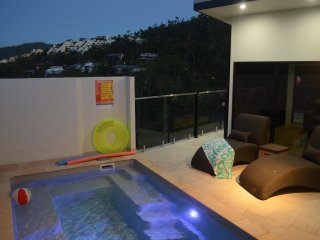Airlie Retreat: Central + Pool + Child Friendly