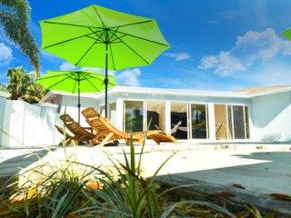 LS-0531 · New 3br 1ba Pool Apartment 6 min to BEACH