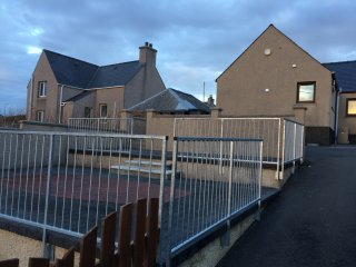 Detached newly furnished cottage 30 minute walk to stornoway town centre