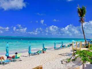 2 bdr (sleeps 4 adults & 2 kids) gorgeous, Grace Bay views on snorkeling reef