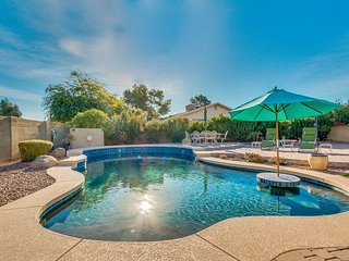 New Spacious 4 Bed. Scottsdale Getaway Resort Backyard