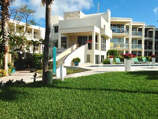 3 b/rVilla on the finest snorkeling reef on Grace Bay beach