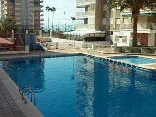 Apartamento con piscina junto a la playa