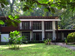 Monkey Palace, modern spacious house in Manzanillo