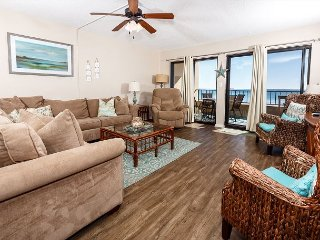 SD 211: VERY SPACIOUS! BEACH FRONT, WIFI, Pool, tennis court, large balcony