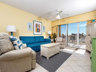 GD116: Directly on the beach, 2bed/2bath, free beach chairs, tennis court