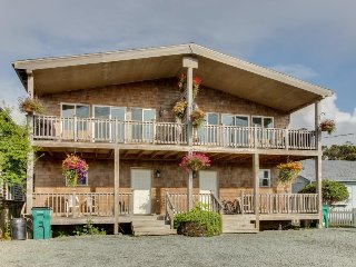Dog-friendly w/ ocean views, modern interior! Close to Rockaway Beach!