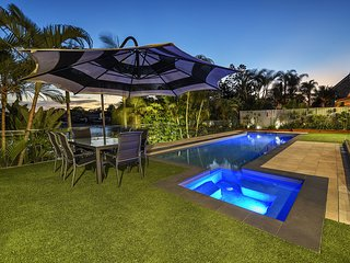JUST IN PARADISE Waterfront 5 Bedroom Broadbeach