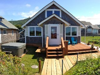 Bright, oceanfront cottage w/private beach access & hot tub - dog-friendly too!