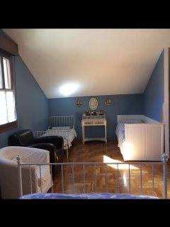 Habitación principal, dos camas individuales.