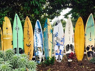 Haiku Surf PROPERTY House+cottage, sleeps 10, walk to coffee shop/grocery, Clean