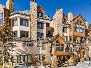 Modern ski-in, ski-out Beaver Creek condo with hot tub - Summit Sanctuary