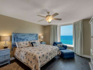 1125 Emerald Beach Resort