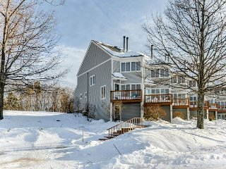 4 Level Condo Between Attitash & Wildcat! Discount Lift Tickets Available!
