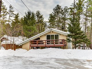 BRAND NEW: 4 BR renovated chalet at the base of Cathedral Ledge! Pets welcome