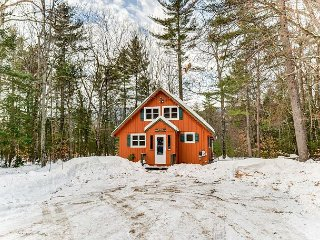 Completely renovated, cozy gas fireplace, near 3 ski areas! Sleeps 8! Wifi!