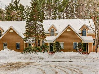 2 BR townhouse w/ lower level suite, Wifi, near to skiing, snowshoeing!