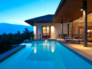 Baan Saitara 3 Bedroom Seaview villa with hotel services