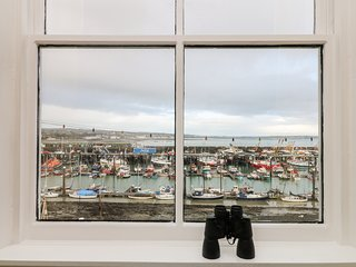 WESTCLIFF harbour-side cottage, coastal views, pets welcome, parking in Newlyn