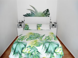Tropical inspired decor, very bright and modern studio in a high 8th floor.
