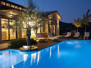 -20% SEPTEMBER:Luxury spacious villa with private pool,next to our own winery!