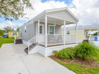 1 Bedroom Park Model in Kissimmee South Resort, Minutes from Disney World