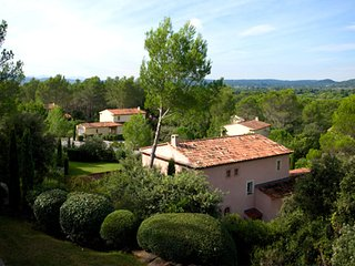 36866 3-bedroom,3bathroom villa,airco,shared pool, golfcourse 500 mtr.centre 4km