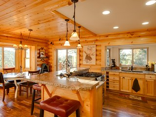~Naughty Pines~Elite Log Cabin~Foosball~Hot Tub~Gourmet Furnishings~